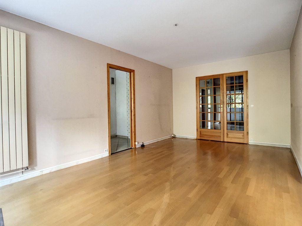 Appartement à louer 4 85.42m2 à Mons-en-Baroeul vignette-4