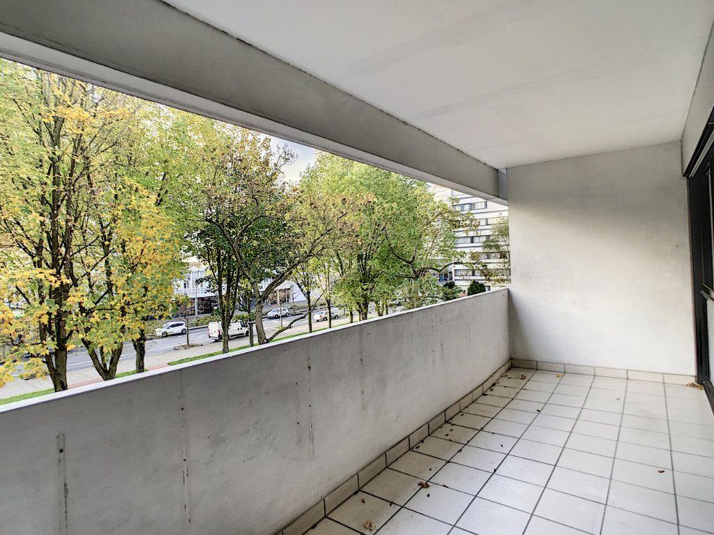 Appartement à louer 4 85.42m2 à Mons-en-Baroeul vignette-5