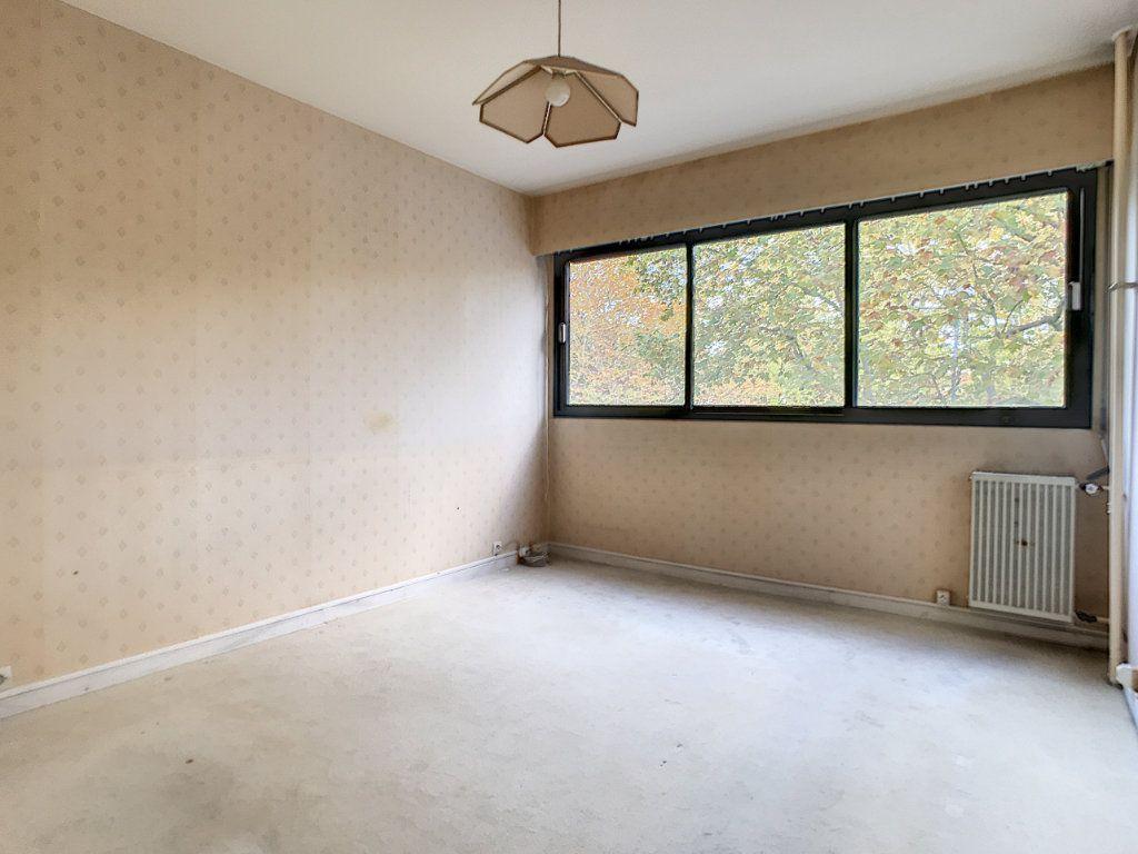 Appartement à louer 4 85.42m2 à Mons-en-Baroeul vignette-7