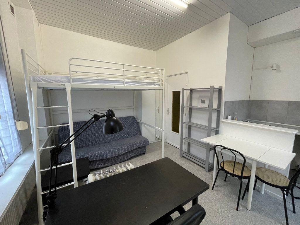 Appartement à louer 1 16.4m2 à Lille vignette-1