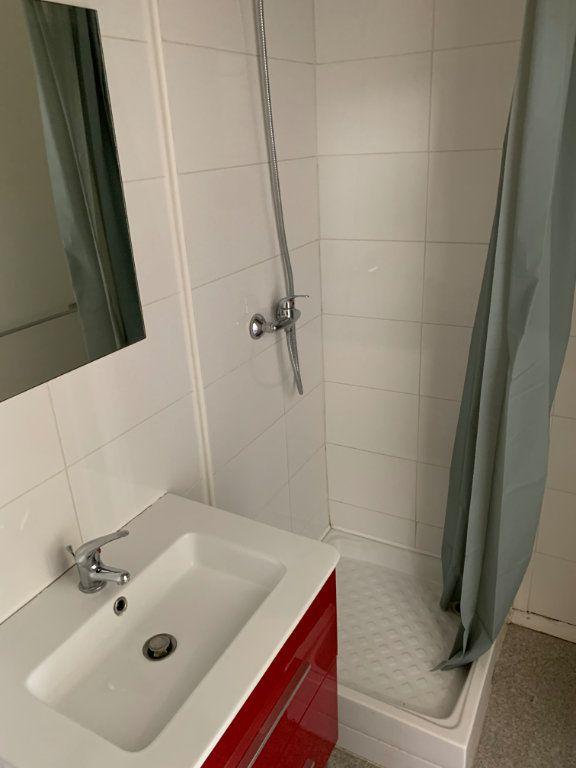 Appartement à louer 1 16.4m2 à Lille vignette-8