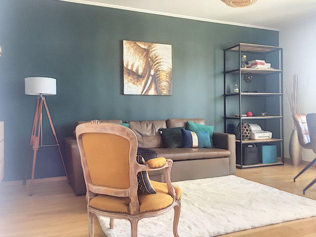 Appartement à vendre 3 64.93m2 à Lille vignette-1