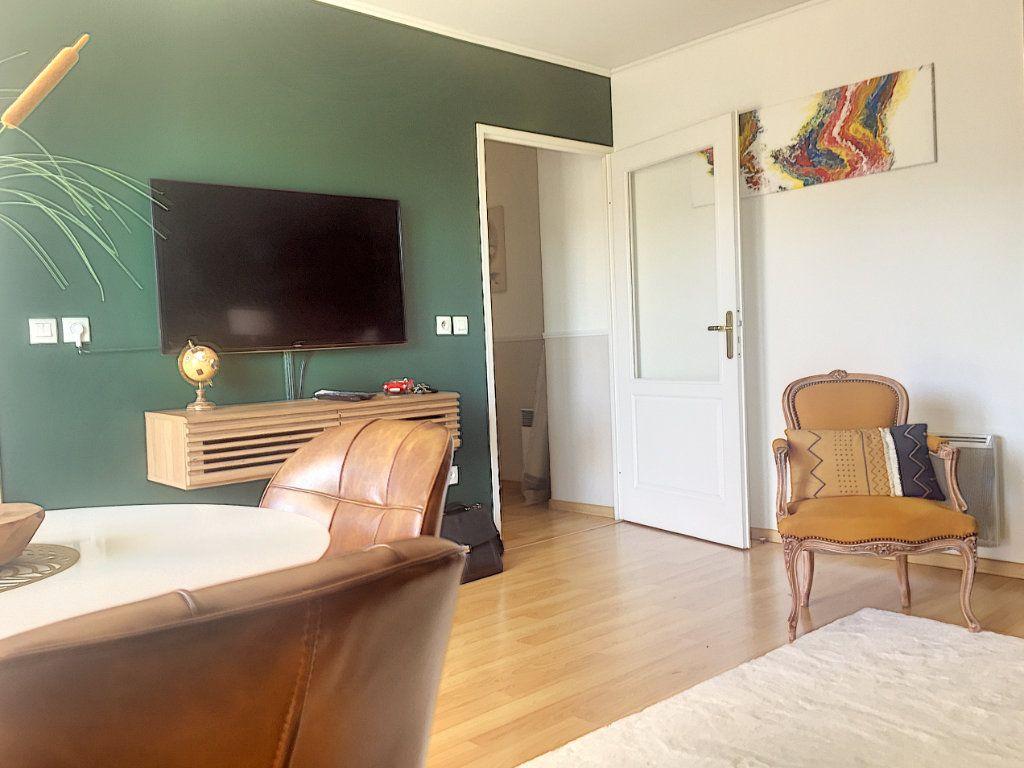 Appartement à vendre 3 64.93m2 à Lille vignette-4