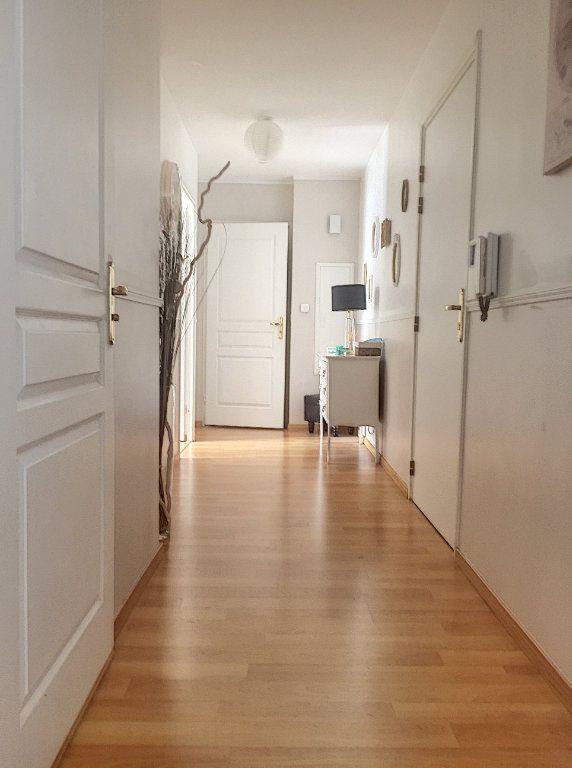 Appartement à vendre 3 64.93m2 à Lille vignette-8