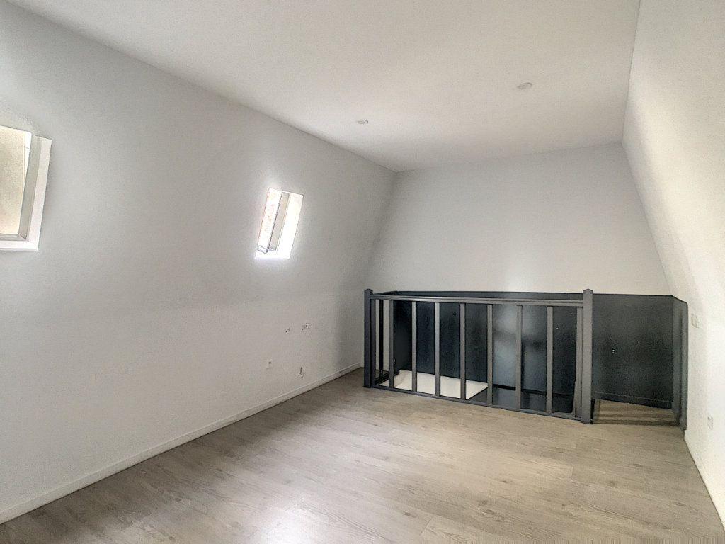 Appartement à louer 3 41.46m2 à Lille vignette-1