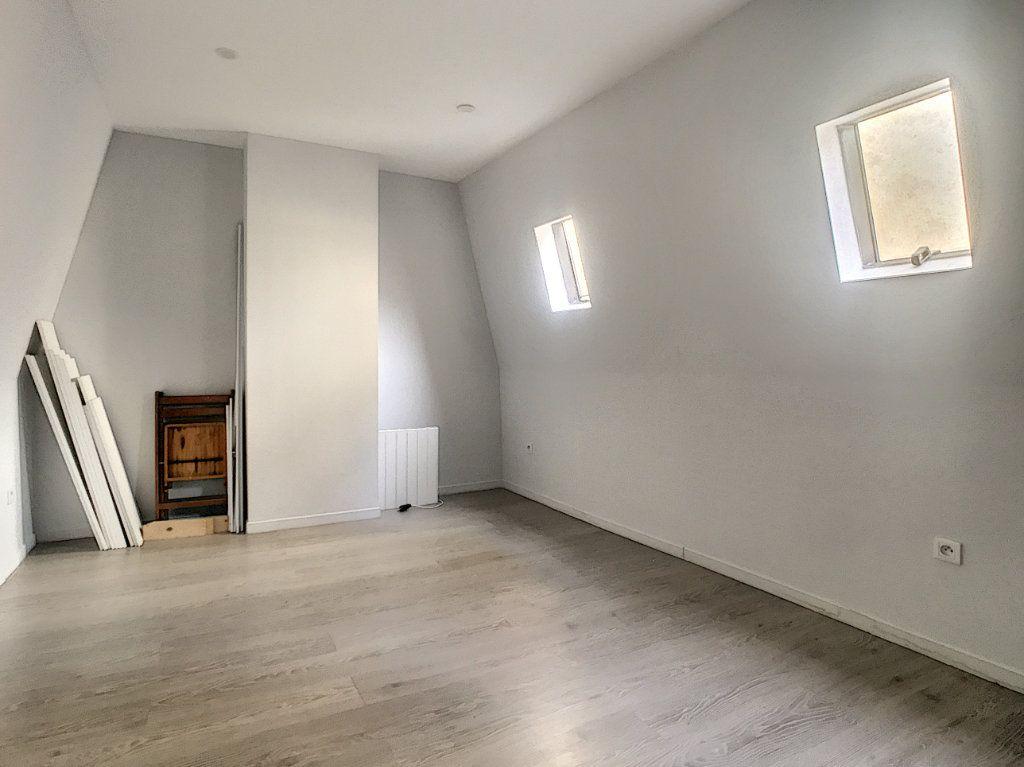 Appartement à louer 3 41.46m2 à Lille vignette-2