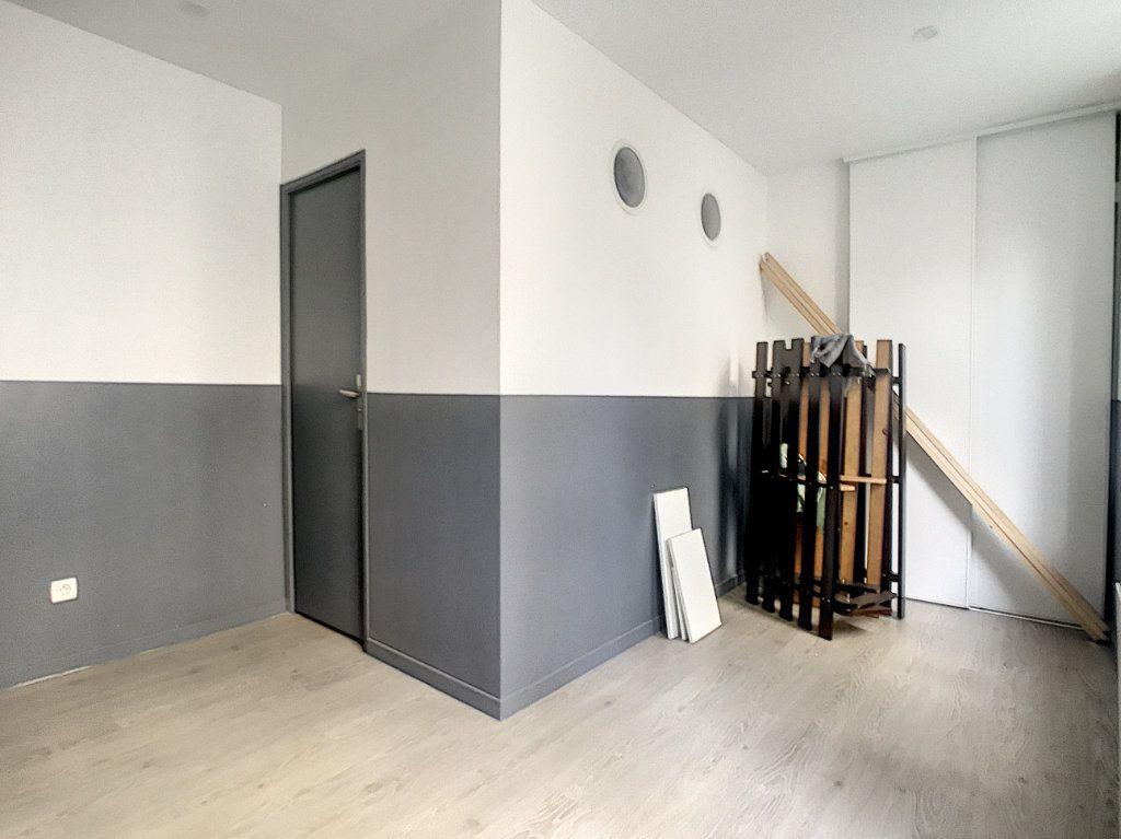 Appartement à louer 3 41.46m2 à Lille vignette-5