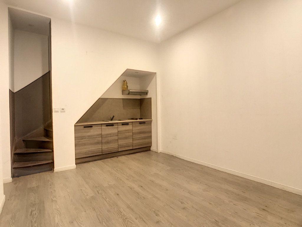 Appartement à louer 3 41.46m2 à Lille vignette-6