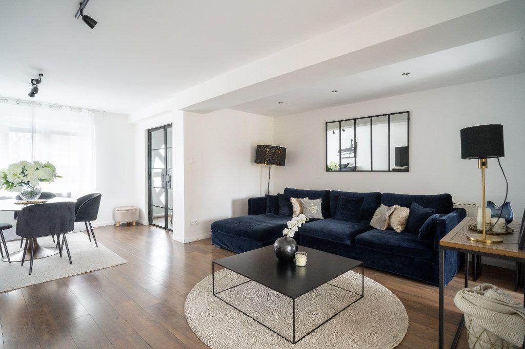 Maison à vendre 4 105m2 à Lille vignette-3