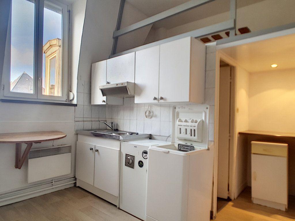 Appartement à louer 1 14m2 à Lille vignette-1
