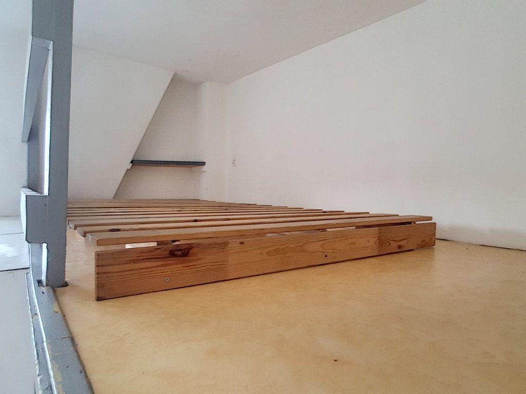 Appartement à louer 1 14m2 à Lille vignette-2