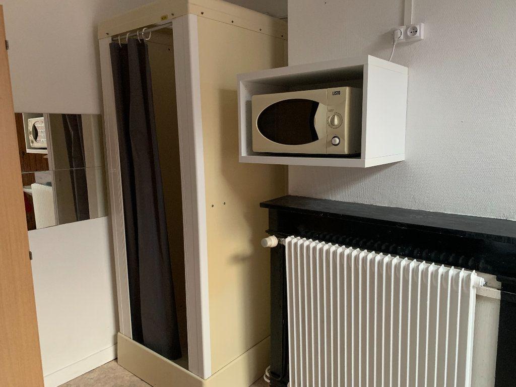 Appartement à louer 1 11m2 à Lille vignette-3