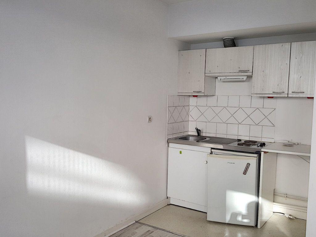 Appartement à louer 2 31m2 à Lille vignette-1