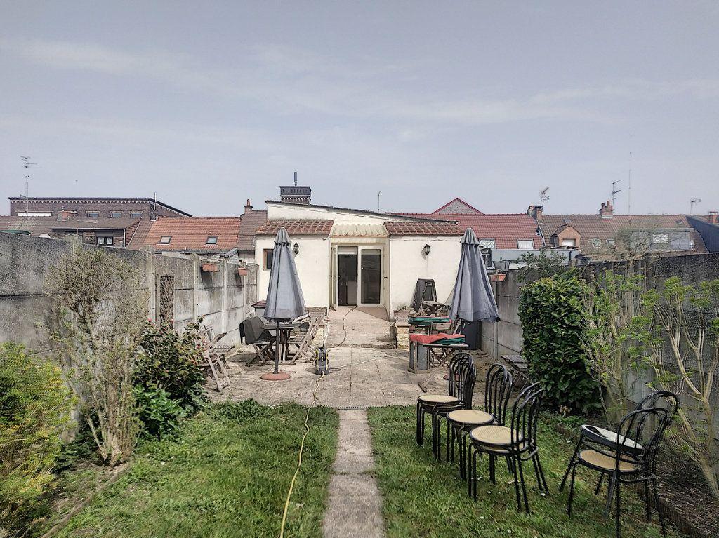 Maison à vendre 4 210m2 à Tourcoing vignette-1