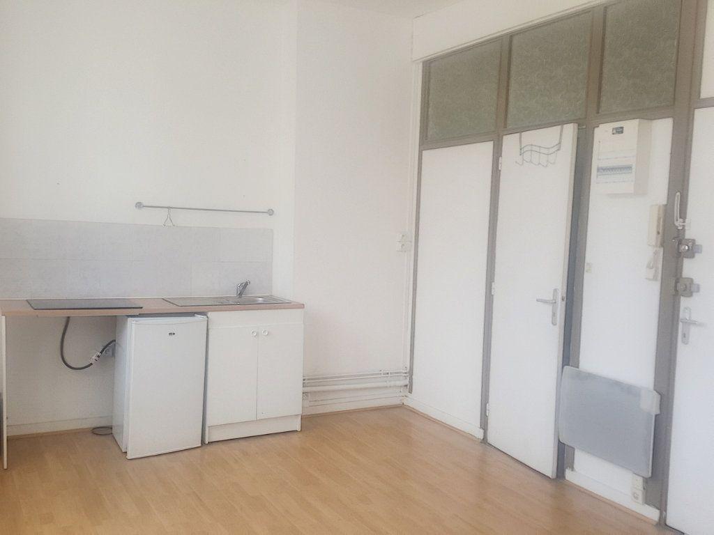 Appartement à louer 1 22.2m2 à Lille vignette-1