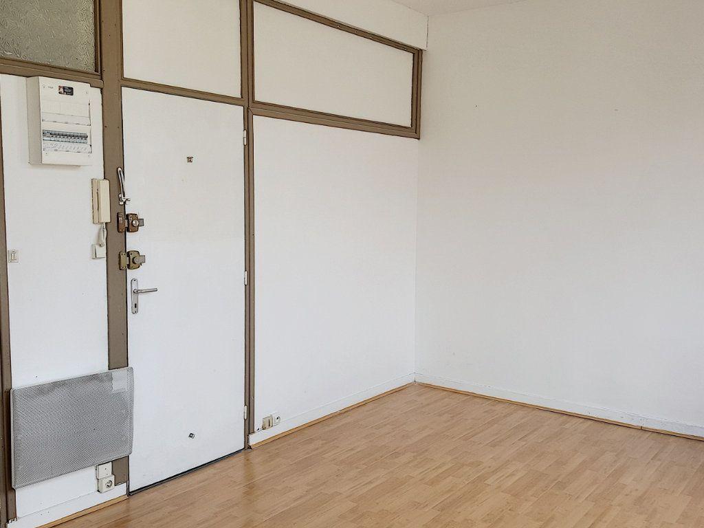 Appartement à louer 1 22.2m2 à Lille vignette-2
