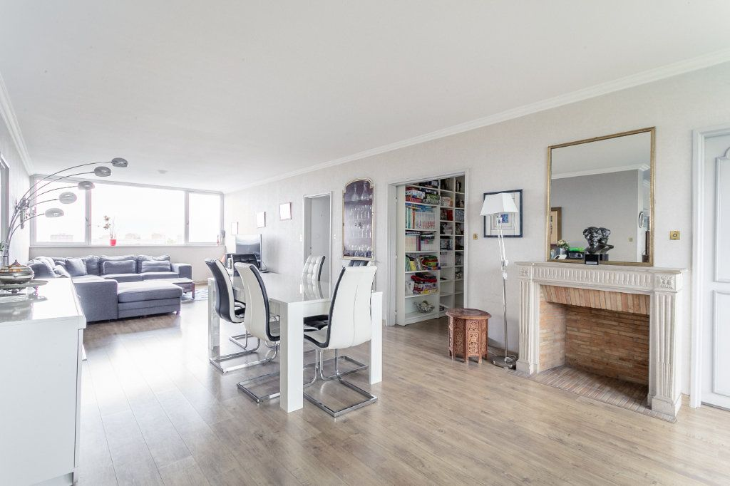 Appartement à vendre 4 127.03m2 à Roubaix vignette-1