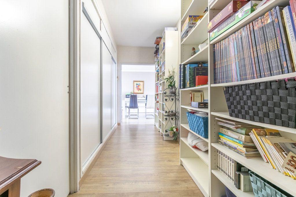 Appartement à vendre 4 127.03m2 à Roubaix vignette-6