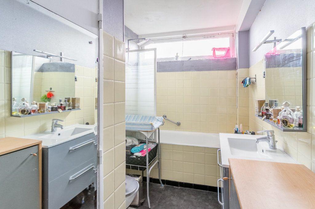 Appartement à vendre 4 127.03m2 à Roubaix vignette-7