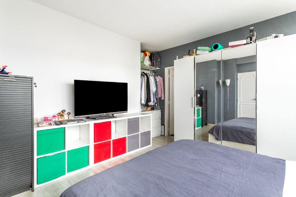 Appartement à vendre 4 127.03m2 à Roubaix vignette-9