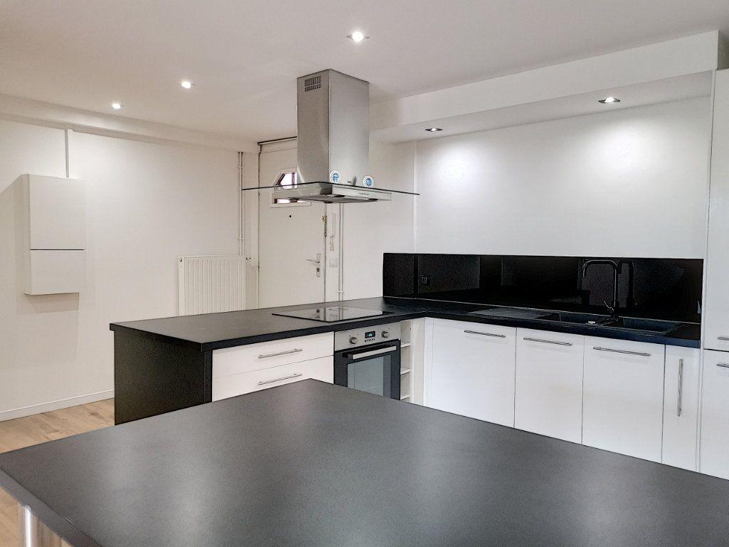 Appartement à vendre 2 50m2 à Villeneuve-d'Ascq vignette-2