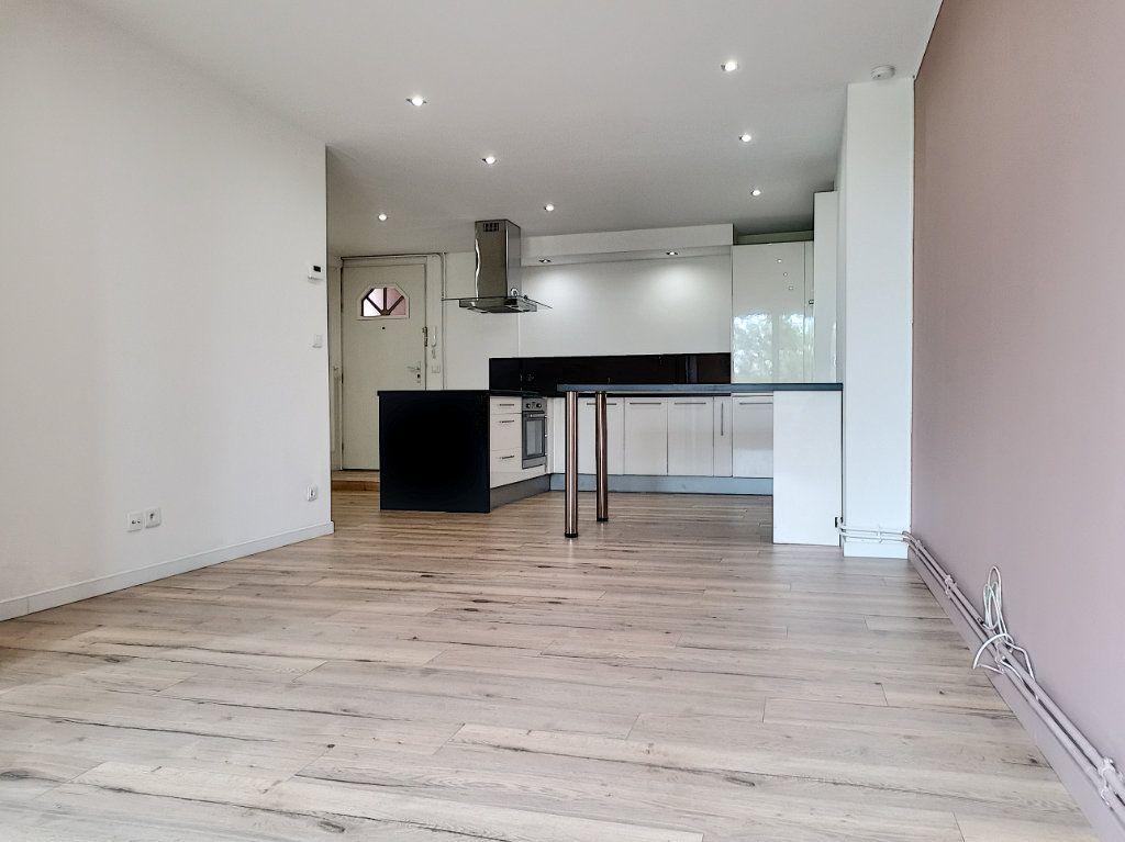 Appartement à vendre 2 50m2 à Villeneuve-d'Ascq vignette-4