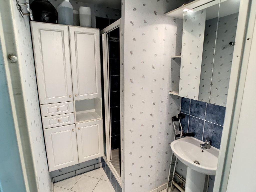 Appartement à vendre 4 114.86m2 à Lille vignette-11