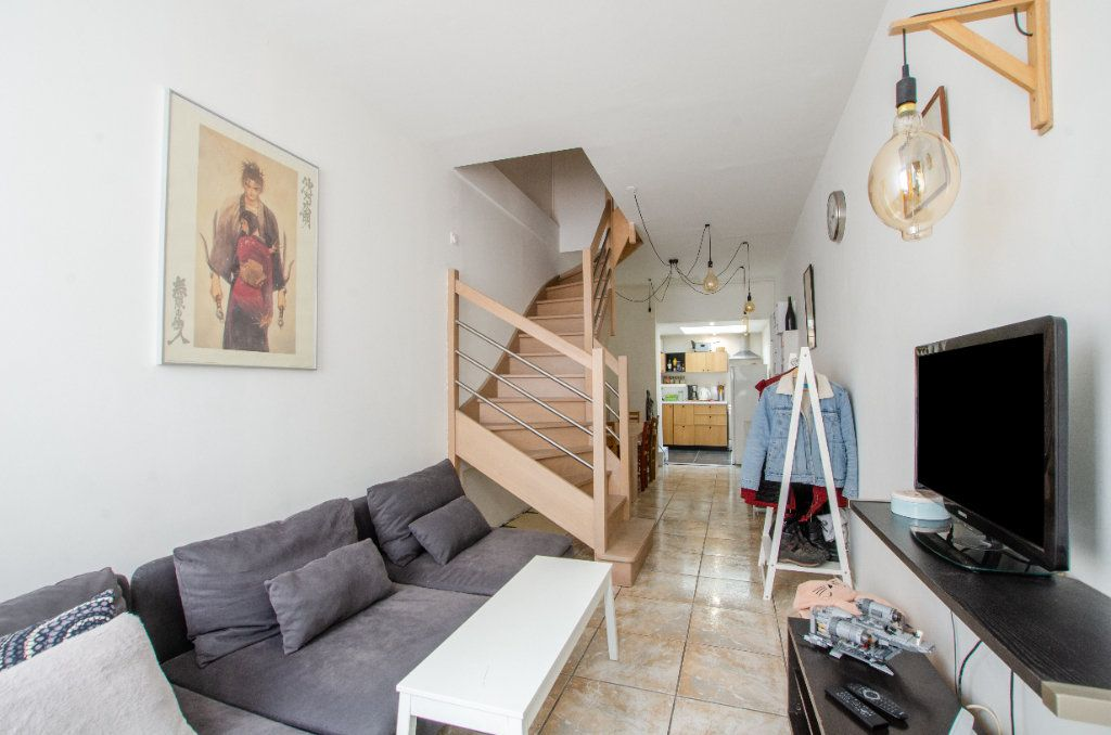 Maison à louer 3 61.65m2 à Lille vignette-1