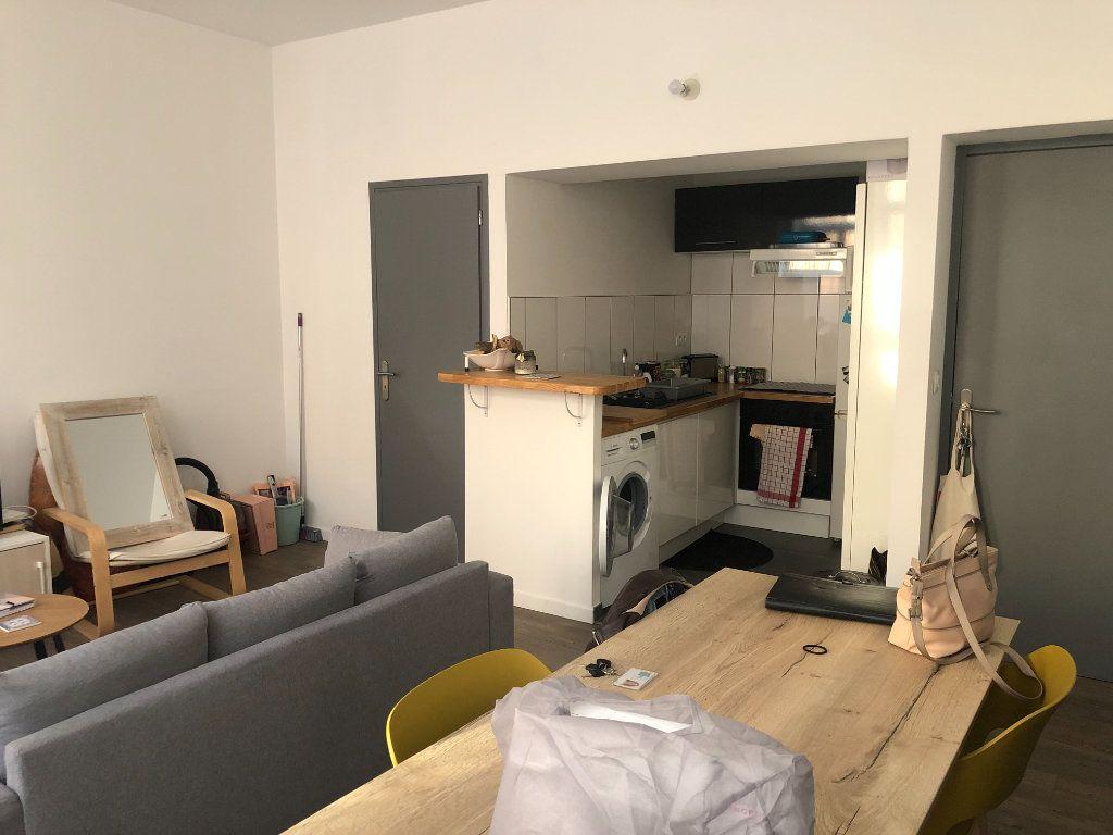 Appartement à louer 2 36.44m2 à Lille vignette-2