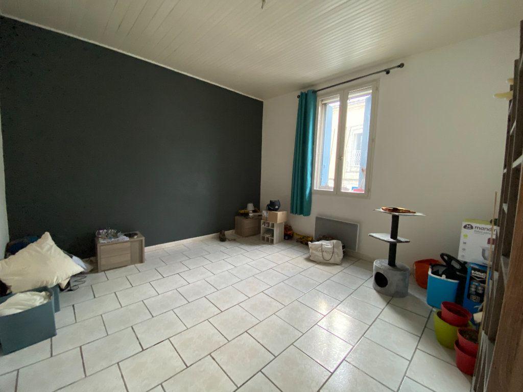 Appartement à louer 2 52.99m2 à Vauvert vignette-1
