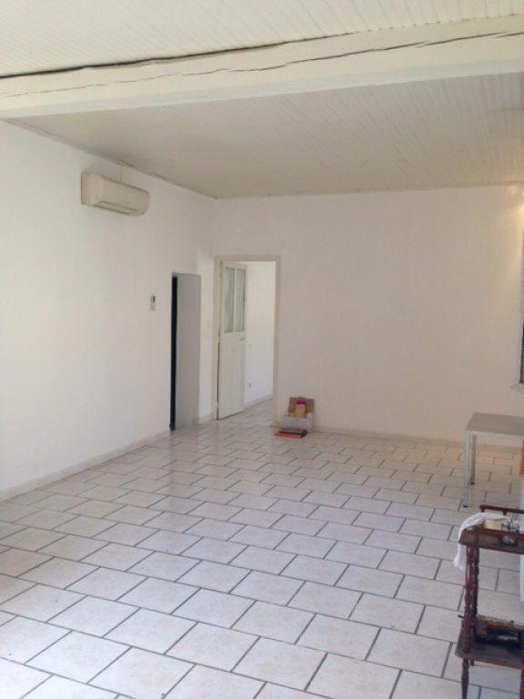 Appartement à louer 2 52.99m2 à Vauvert vignette-3