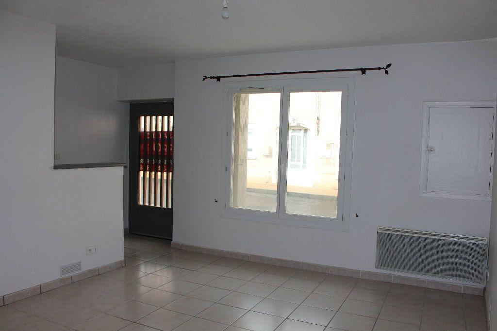 Maison à louer 3 44.46m2 à Générac vignette-1