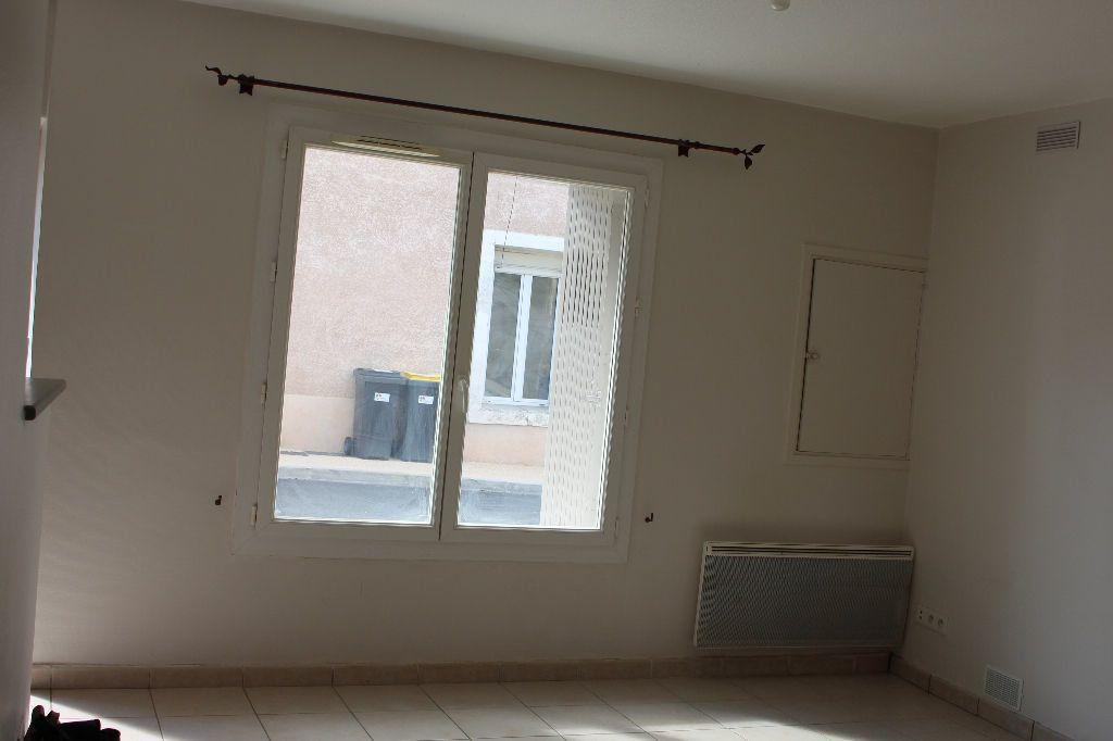 Maison à louer 3 44.46m2 à Générac vignette-3