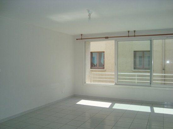 Appartement à louer 2 47.94m2 à Lunel vignette-4