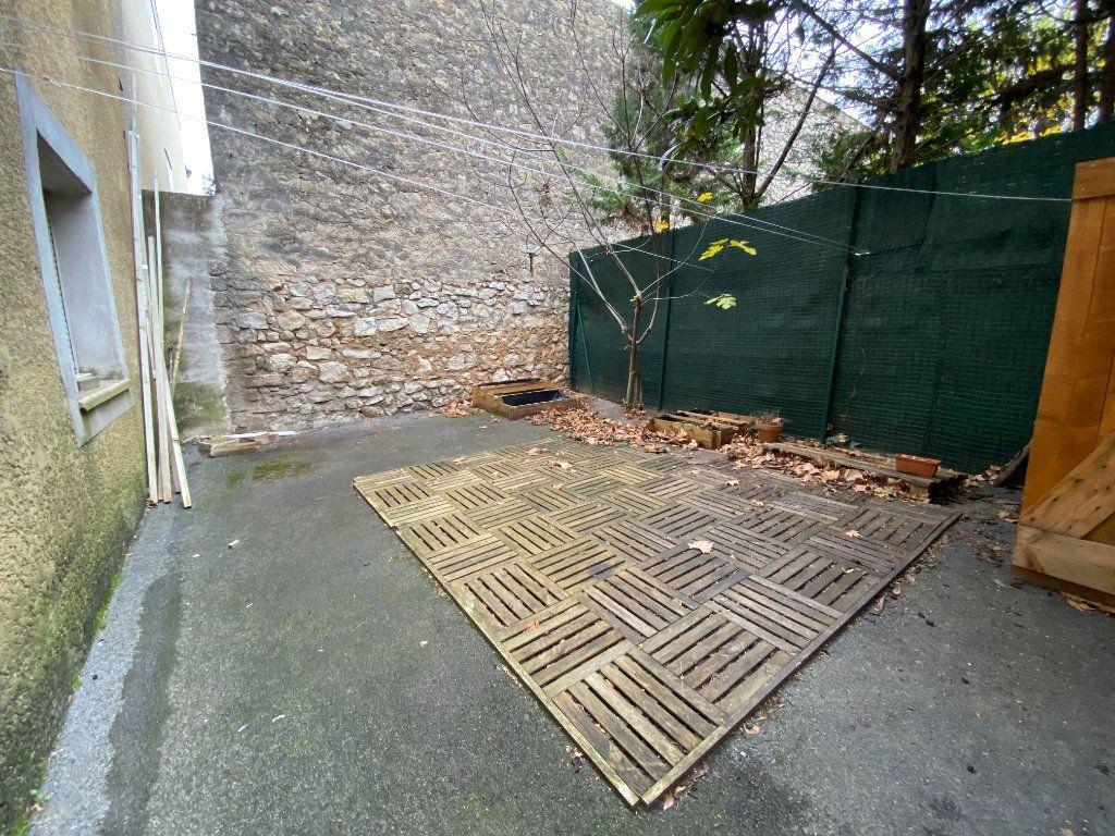 Appartement à louer 3 59.27m2 à Saint-Brès vignette-1