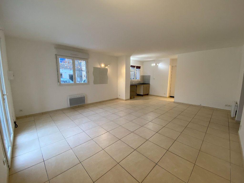 Appartement à louer 3 59.27m2 à Saint-Brès vignette-2