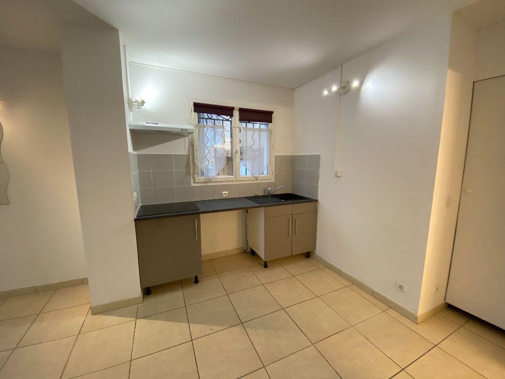 Appartement à louer 3 59.27m2 à Saint-Brès vignette-3