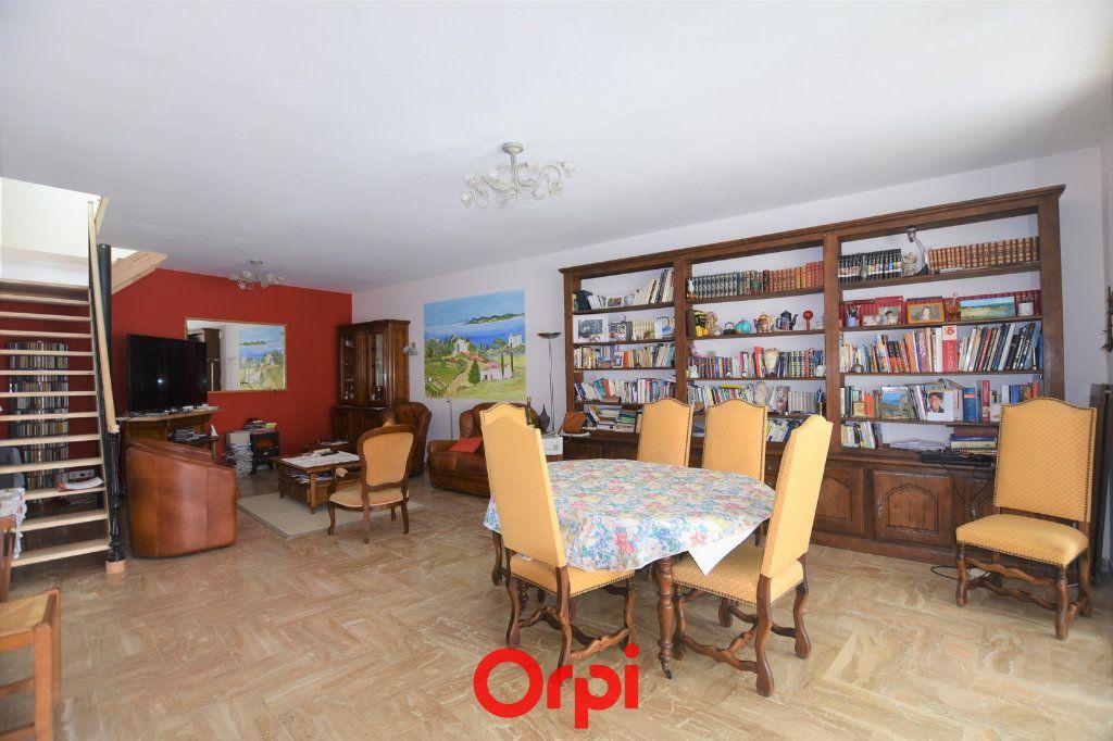 Maison à vendre 6 222.58m2 à Lunel vignette-1