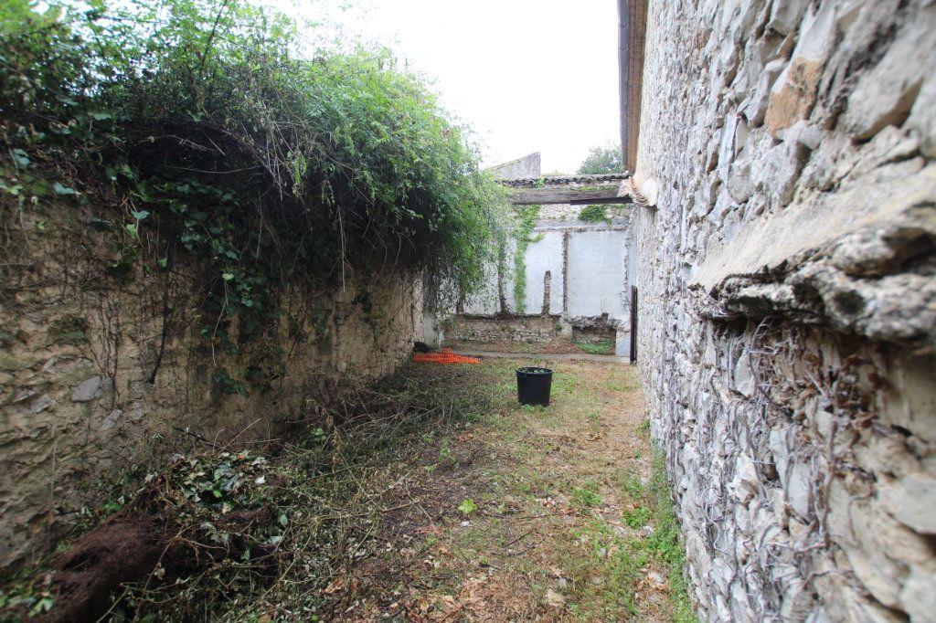 Maison à vendre 1 300m2 à Saint-Nazaire-de-Pézan vignette-4