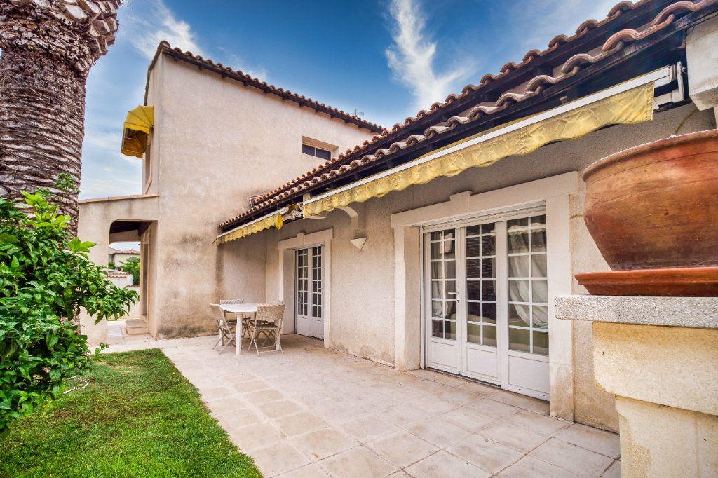 Maison à vendre 5 121m2 à Saint-Gilles vignette-1