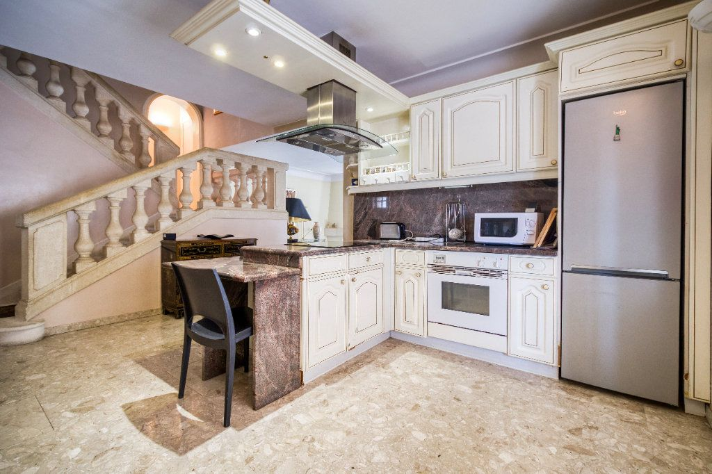 Maison à vendre 5 121m2 à Saint-Gilles vignette-4