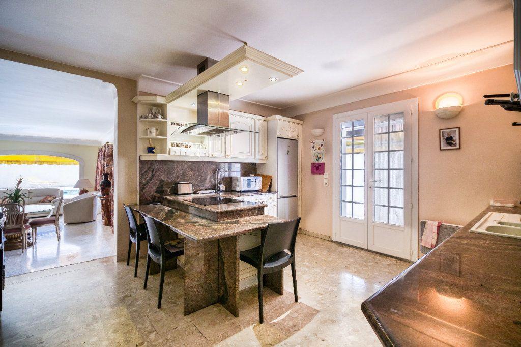 Maison à vendre 5 121m2 à Saint-Gilles vignette-5