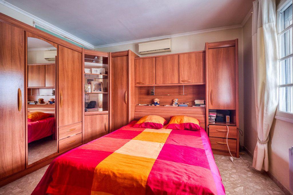 Maison à vendre 5 121m2 à Saint-Gilles vignette-6