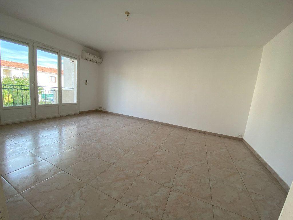 Maison à louer 5 108.16m2 à Lunel vignette-3