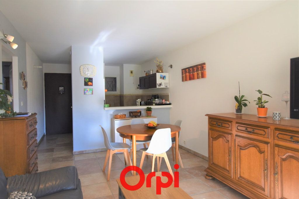 Appartement à vendre 3 57m2 à Saint-Laurent-d'Aigouze vignette-3