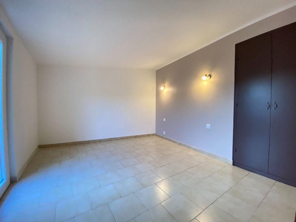 Appartement à louer 2 51.9m2 à Vauvert vignette-3