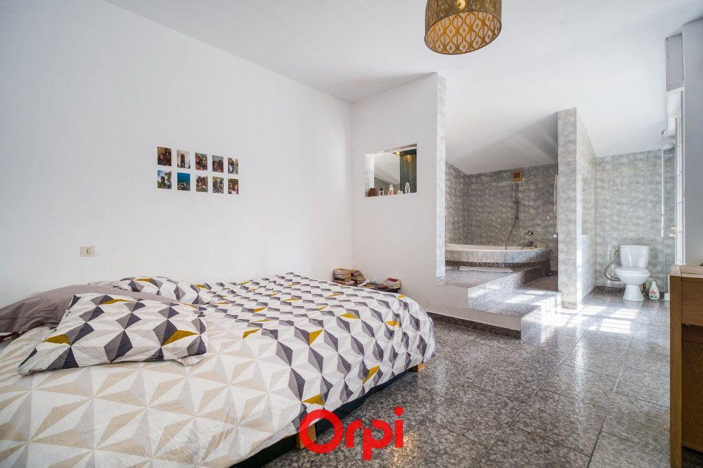 Appartement à vendre 5 165m2 à Nîmes vignette-4