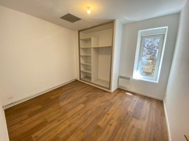 Appartement à louer 3 57.63m2 à Lunel vignette-3