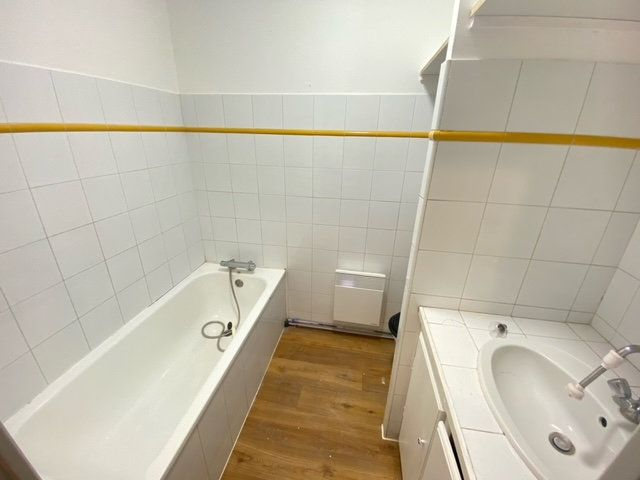 Appartement à louer 3 57.63m2 à Lunel vignette-4