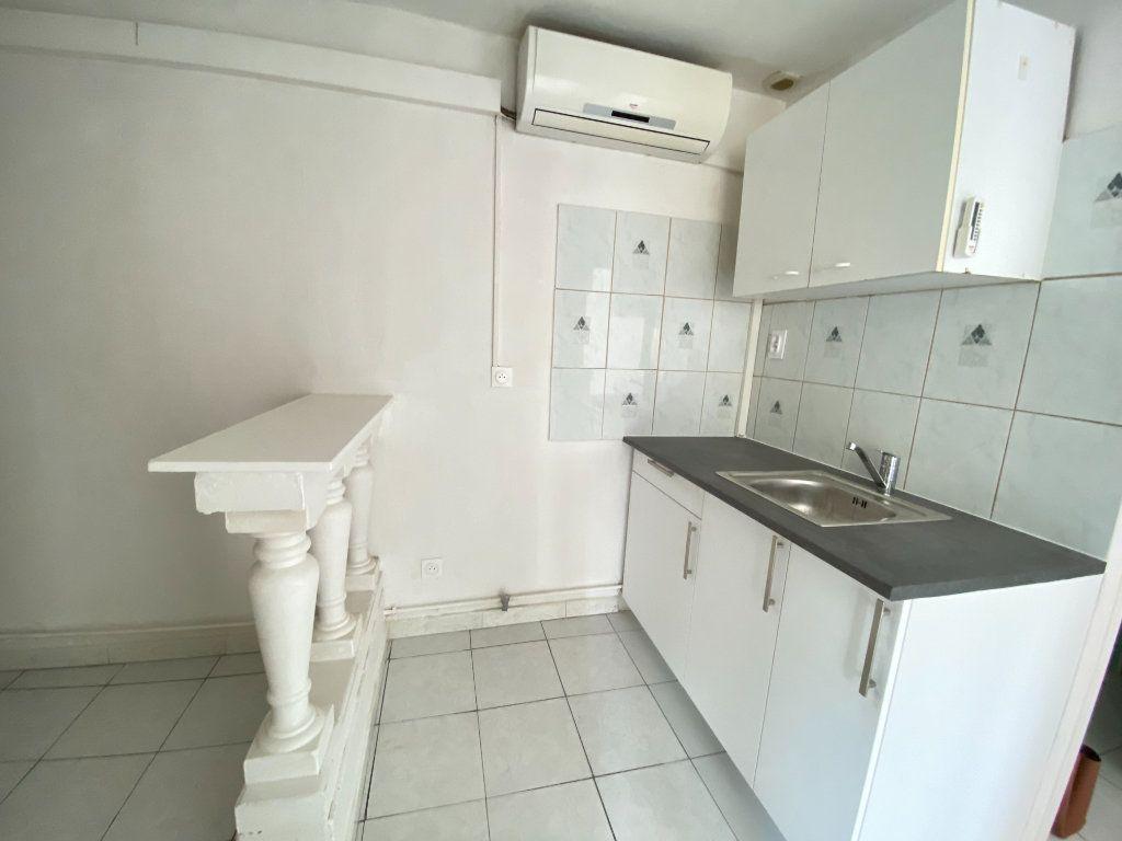 Appartement à louer 2 33.3m2 à Lunel-Viel vignette-2